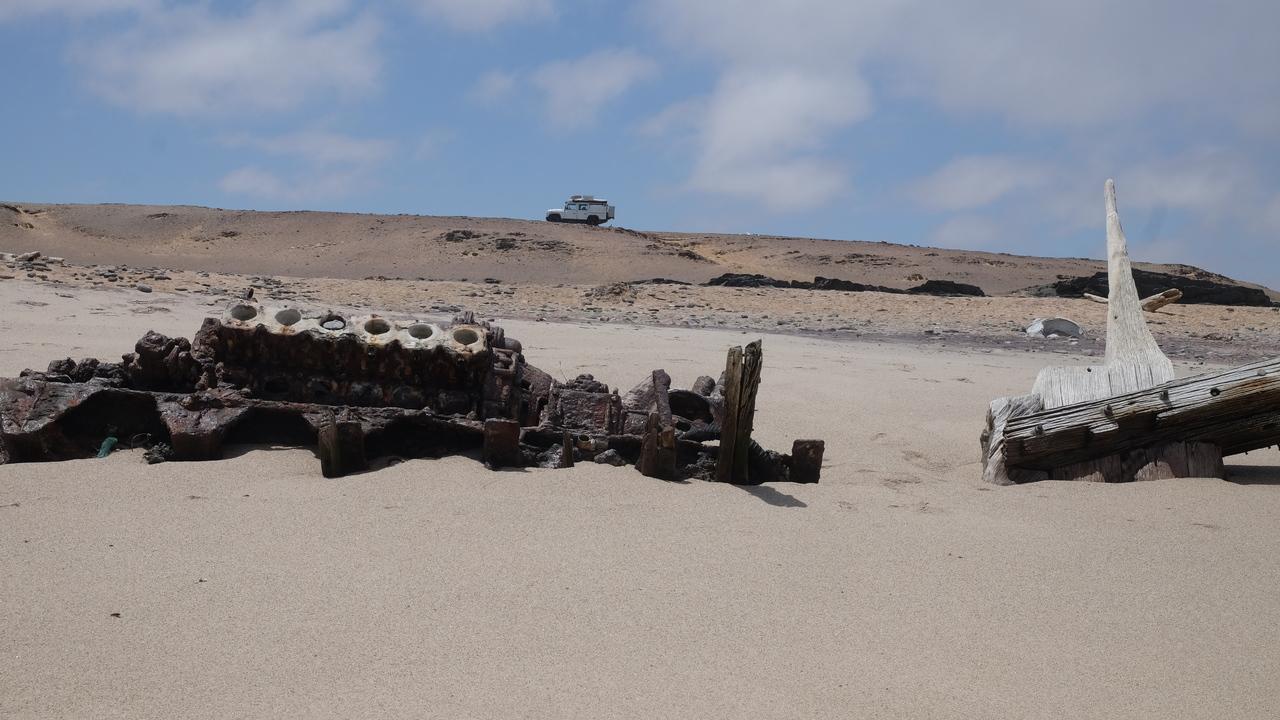 Namibia Skeleton Coast Defender hinter Schiffwrack - Danke an Max